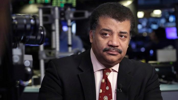 """Famoso astrofísico leva """"tapa na cara"""" ao twittar mensagem sobre ETs"""
