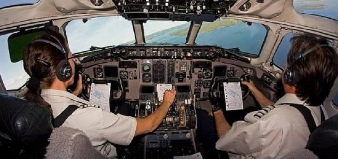 Pilotos de companhias aéreas britânicas relatam quase colisões com OVNIs