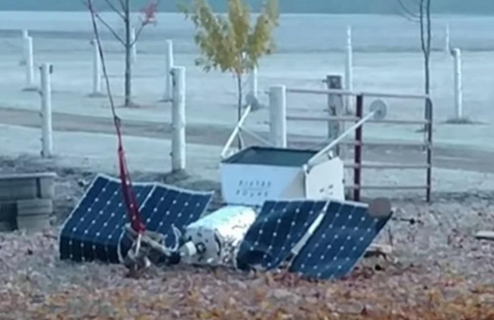 Satélite da Samsung cai no jardim de casa nos EUA
