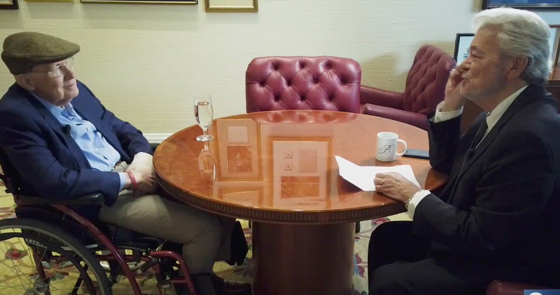 Ex-senador dos EUA confirma envolvimento de Elizondo na pequisa de OVNIs do Pentágono