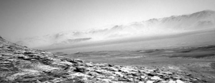 Névoa é fotografada pairando acima do solo de Marte