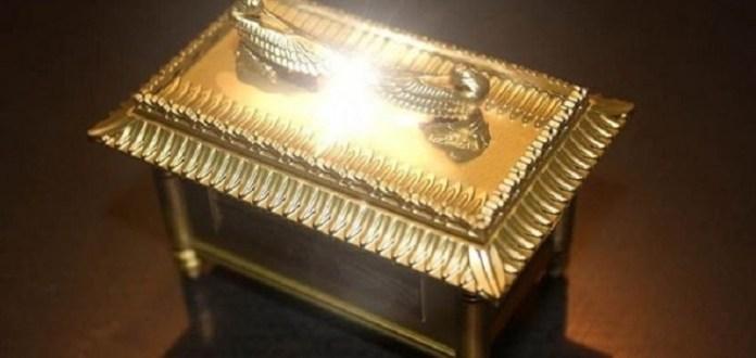 Teria sido encontrada a mesa onde a Arca da Aliança repousava?