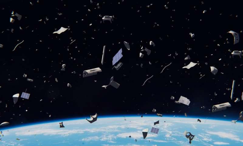 Cientistas localizam detritos espaciais orbitando a Terra durante o dia.