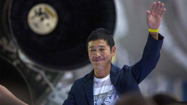 """Bilionário japonês busca """"parceira para o resto da vida"""" para viagem à Lua"""