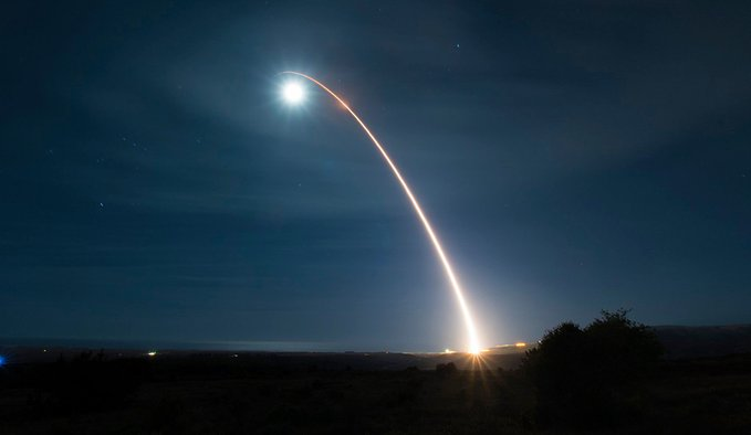 Força Espacial dos EUA realizar teste de míssil com capacidade nuclear