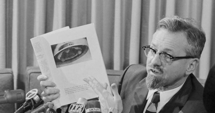 """Arquivos do FBI: Dr. J. Allen Hynek escreveu sobre o """"fenômeno OVNI"""" para o FBI"""