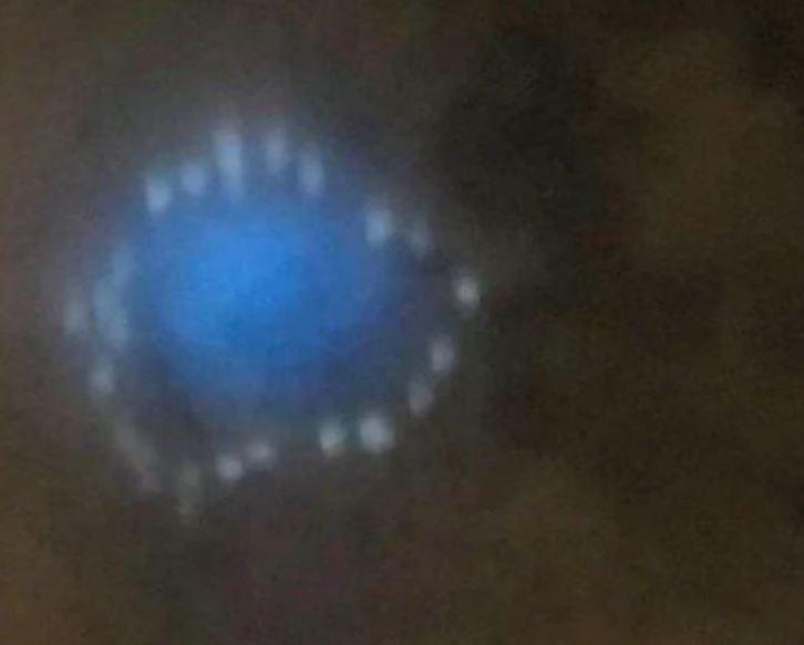 Estranhas luzes azuis aparecem nos céus pelo mundo