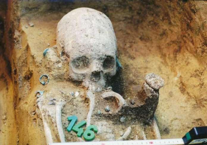 51 novos crânios alongados são encontrados em cemitério húngaro