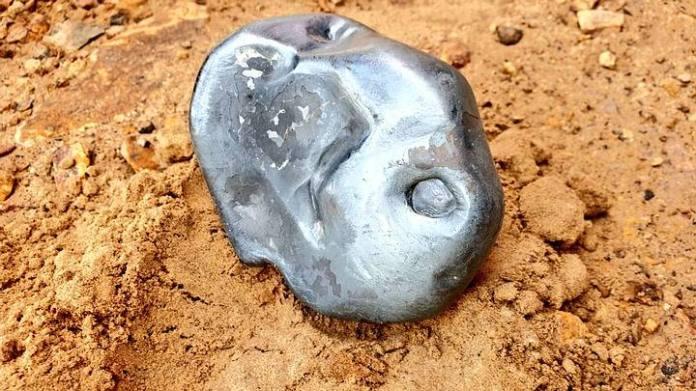 Meteorito metálico brilhante raríssimo cai em Rajasthan, Índia