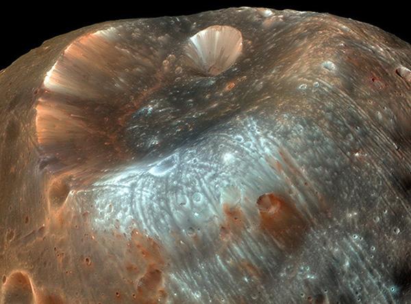 Estranha lua Fobos de Marte pode conter pistas da vida antiga