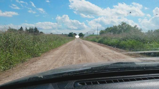 Homem diz que um OVNI paralisou seu carro em estrada na Argentina