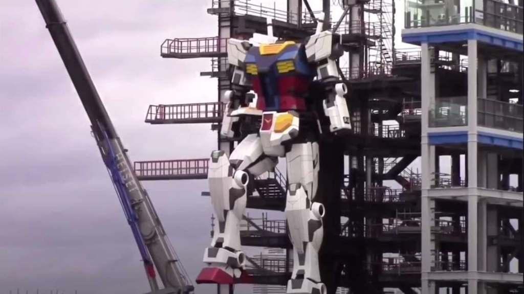 """Robô de 18 metros de altura dá seus """"primeiros passos"""", no Japão"""