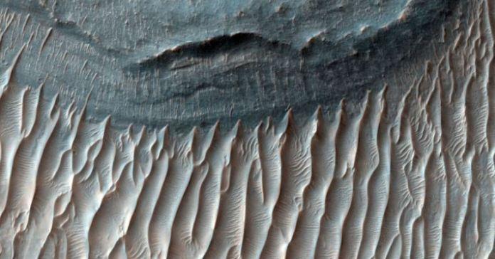 """""""Megaondulações"""" estão se movendo pela superfície de Marte"""