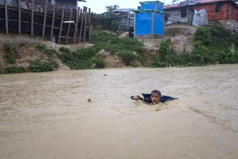 Tempestades apocalípticas devastam cidades no sul da Ásia
