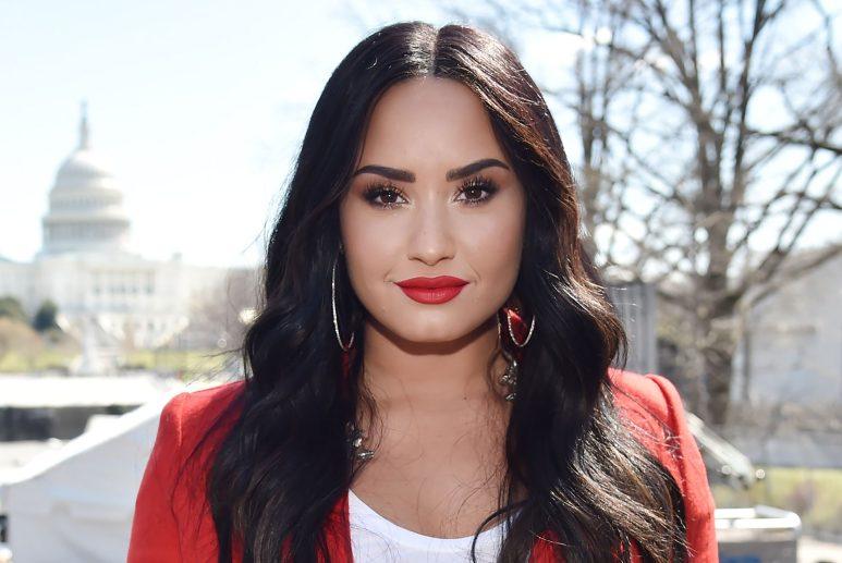 Demi Lovato está entrando em contato com alienígenas