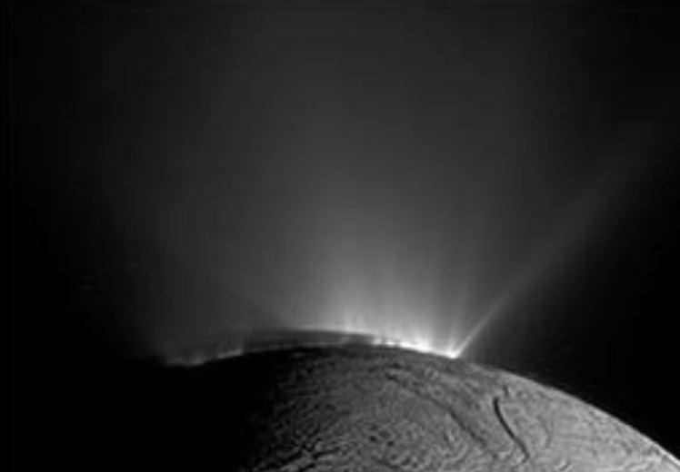 Possível sinal de vida é encontrado em lua de Saturno - Encélado e seu metano