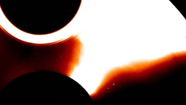 Explosão misteriosa no Sol quase paralisa nave espacial SOHO da NASA