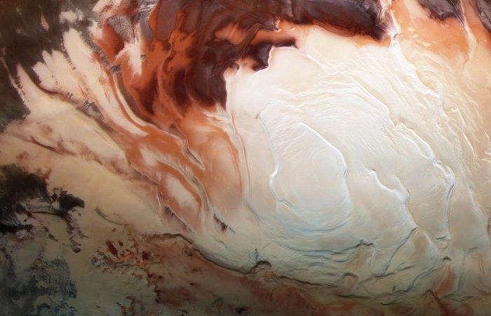 Cientistas investigam o estranho sinal de água subterrânea em Marte