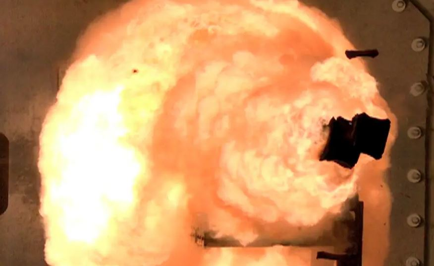 Marinha dos EUA abandona canhão futurista, projeta mísseis hipersônicos