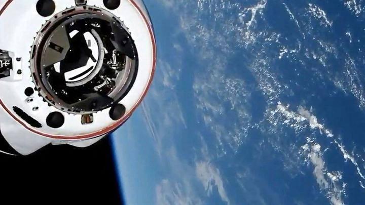 """OVNI que quase chocou com a Crew Dragon era satélite """"fantasma""""da Força Espacial"""