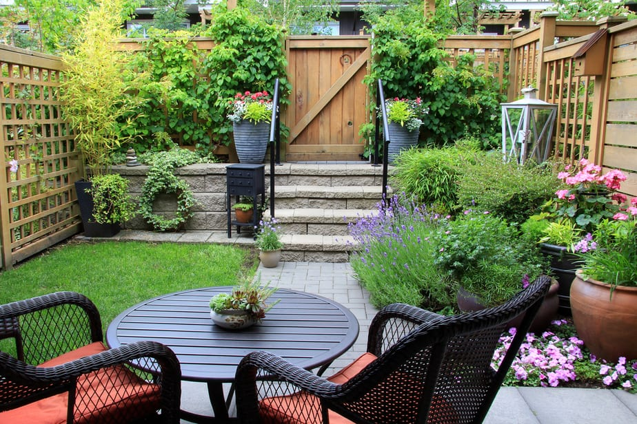 29 small patio ideas pictures to help