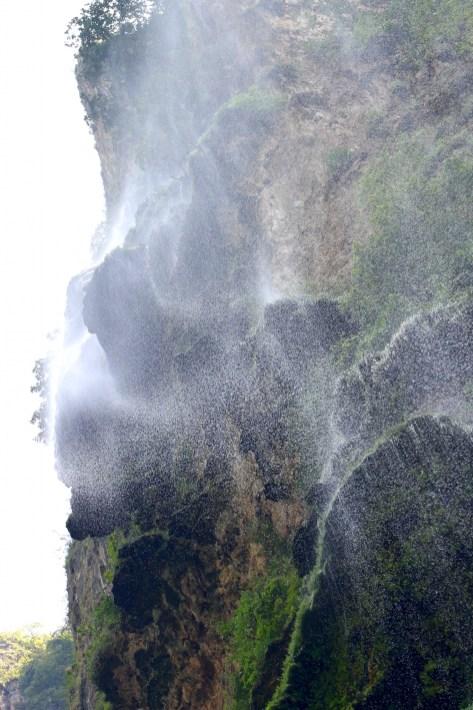 0158_SanCristobal_CanonDeSumidero_Unter-dem-Wasserfall