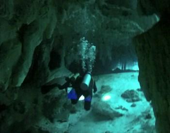 Mexiko, Tulum, Cenoten Tauchen: Schweben durch die Kavernen der Gran Cenote