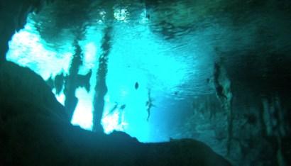 Mexiko, Tulum, Cenoten Tauchen: Der Blick nach oben an den Einstieg in die Gran Cenote