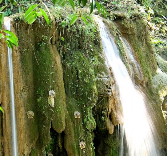 Palenque, Agua-Azul: Opfergaben für die Maya-Götter