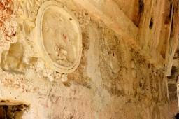 Palenque: Stuckrelief in verschiedenen Restaurierungszuständen