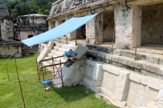 Palenque: Restaurationsarbeiten im Osthof des El Palacio