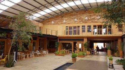 San Cristobal, Miguel Hidalgo: Innen Gastronomie mit moderner Architektur