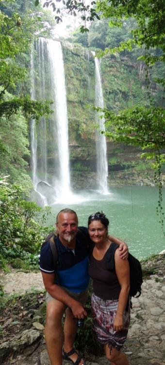 Palenque, Wasserfall Misol-Ha: Gruppenbild vor dem Wasserfall