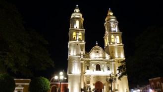 DIe Kathedrale von Campeche bei Nacht