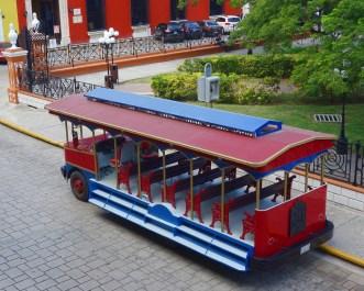 Campeche: Unser Tranvía de la Ciudad an der Haltestelle vor dem Plaza Principal