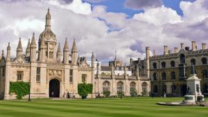 https://commons.wikimedia.org/wiki/File%3AKing's_College%2C_Cambridge2.jpg