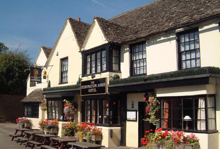 Deddington Arms Hotel near Oxford