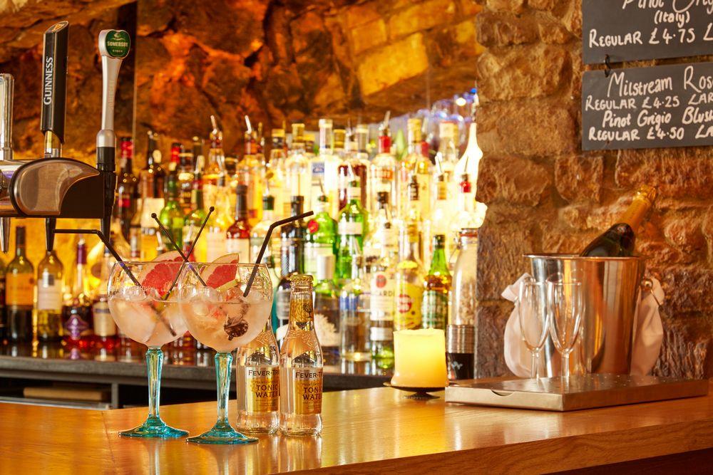 Deddington Arms Hotel Bar Oxfordshire