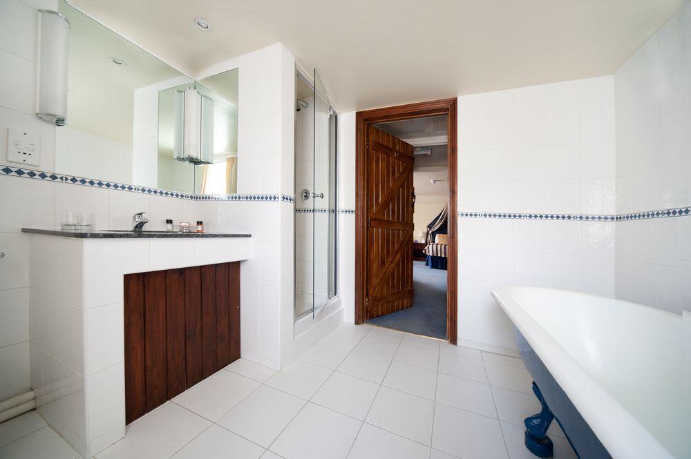 Deddington Arms Hotel Bathroom