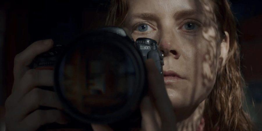 mujer en ventana streaming