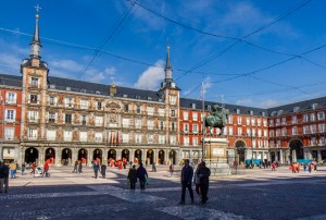 Plaza Mayor street view at The Hat/Oyster