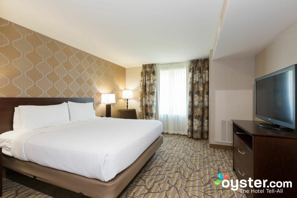 Holiday Inn Hotel Suites Williamsburg Historic Gateway