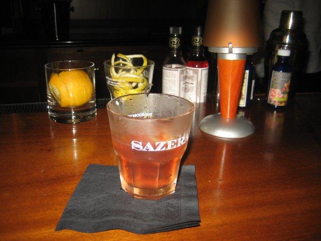 Un cocktail Sazerac, inventé à la Nouvelle-Orléans; avec l'aimable autorisation d' Infrogmation, Wikimedia Commons