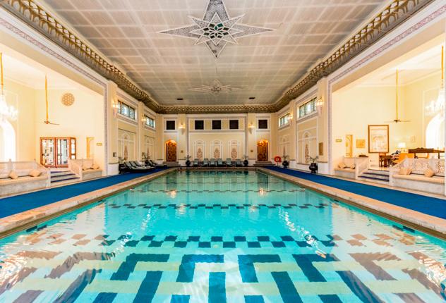 La piscina coperta al Rambagh Palace / Oyster