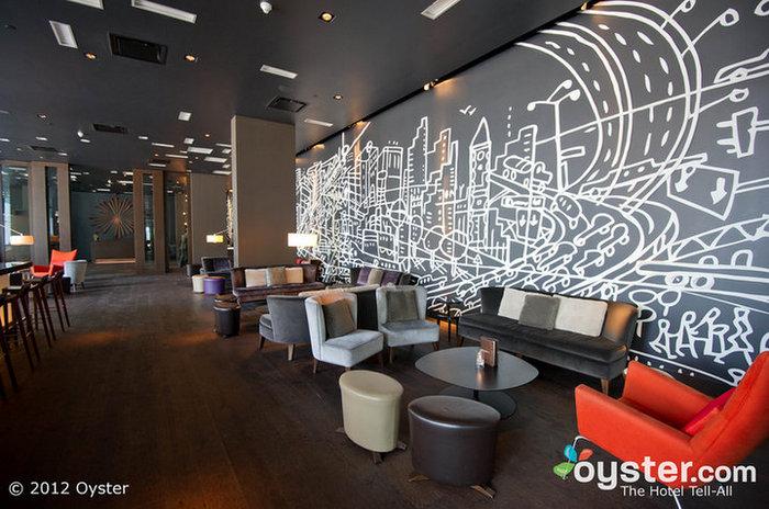 O bar do lobby é um favorito entre os moradores locais e os hóspedes para a socialização, e pode ficar bastante ocupado nos fins de semana.