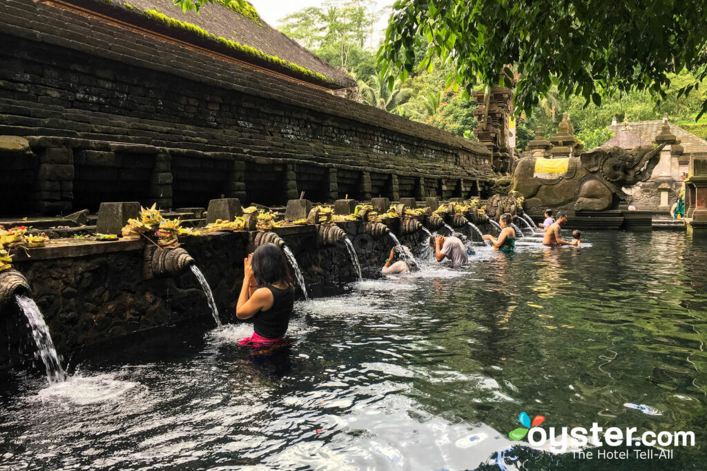 Tempio di Pura Tirta Empul a Bali / Oyster