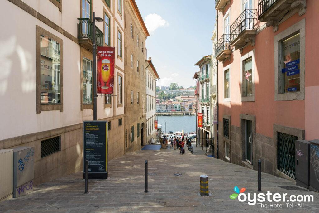Vista desde la casa Ribeira Porto Hotel / Oyster