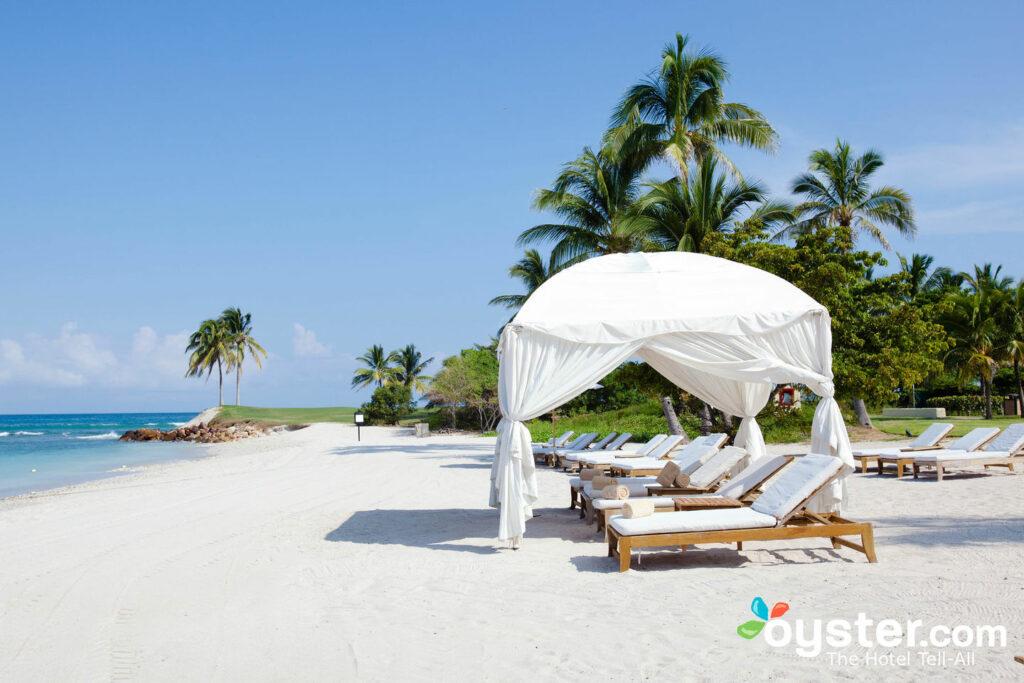 Playa en el St. Regis Punta Mita Resort
