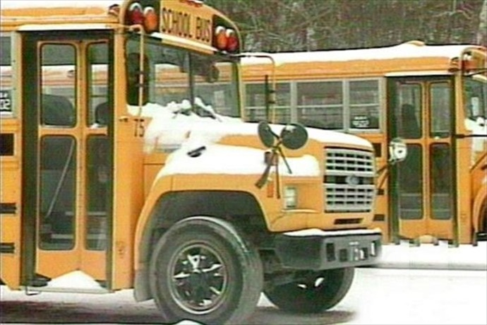 school buses in snow_2020936523085073512