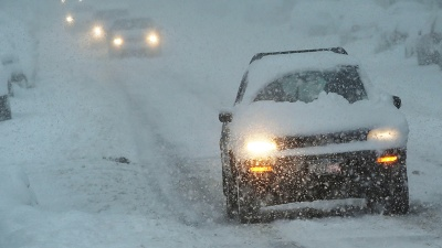 Cars-driving-in-snow-jpg_20160201005833-159532